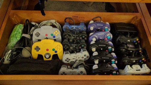 controllers.thumb.jpg.66431e46ccc0d0900658d2cd08c55cb7.jpg